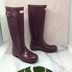 Hunter Tall Rain Boots In Violet w/ Socks 6 H2